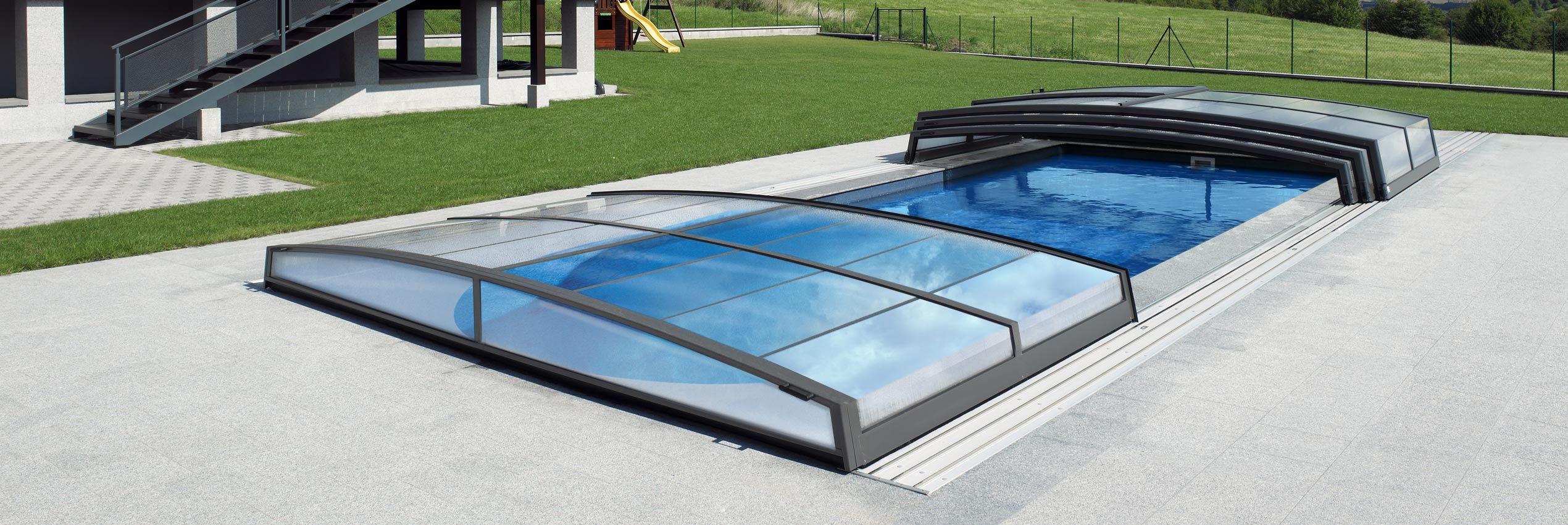 Acoperiri retractabile de mica inaltime pentru piscine for Acoperiri piscine