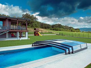 Acoperire CORONA piscina ingropata se integreaza perfect cu case moderne
