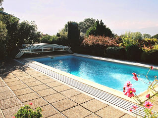 Acoperire piscina  ELEGANT NEO completeaza gradina