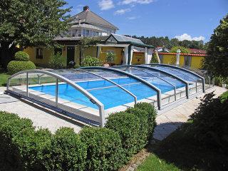 Acoperire joasa de piscina  IMPERIA NEO light nu obtureaza peisajul din gradina