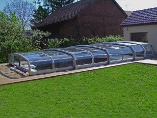 Acoperire piscina RIVIERA permite utilizarea piscinei din primavara pana in toamna
