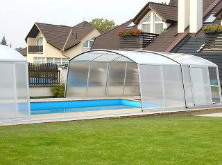 Acoperire piscina  VENEZIA cu vitrare translucida pentru mai multa intimitate