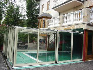 Acoperire piscina VISION  atasata casei