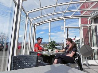 Acoperire retractabila de terasa CORSO Horeca - usor de atras clienti