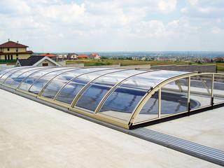 skjutbart pooltak ELEGANT - skyddar mot vind och skräp