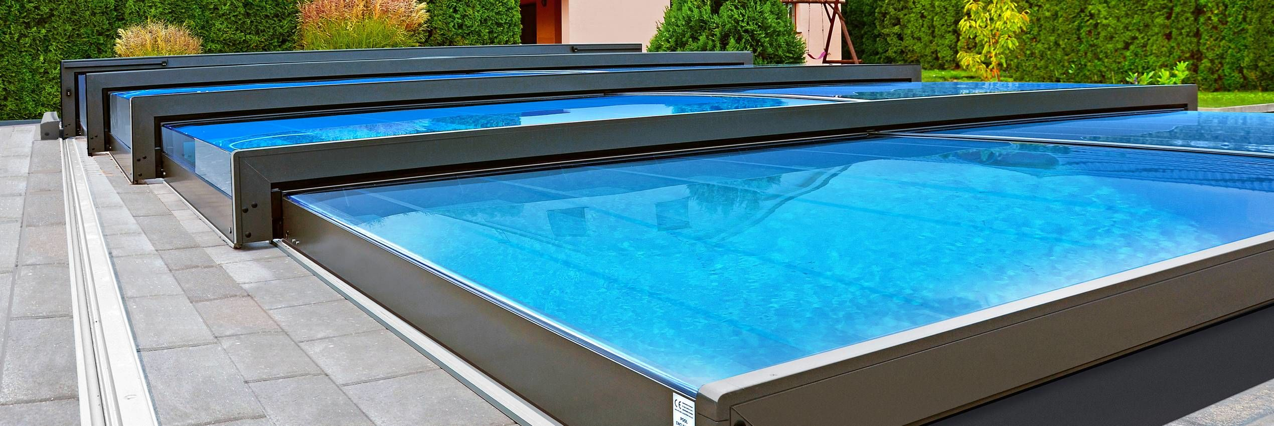 Motorized pool enclosure eChampion