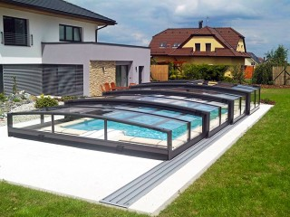 Closed pool enclosure Viva with anthracite finish made by Alukov UK