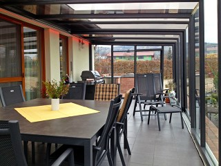 Enjoy barbecue with your friends every season under patio enclosure Corso Glass