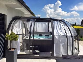 Hot tub enclosure Oasis with shadings