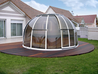 White frames used on hot tub enclosure SPA DOME ORLANDO