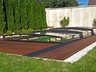 Low line pool enclosure Corona goes well with wooden floor