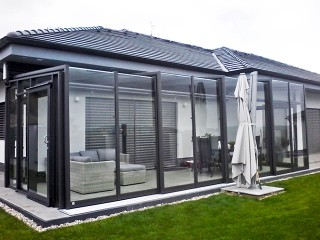 Modern retractable patio enclosure Corso Glass with anthracite finish