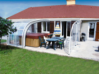 Patio enclosure CORSO Entry can also cover your hot tub or sitting set