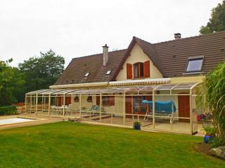 Retractable patio enclosure CORSO by Alukov - with white frames
