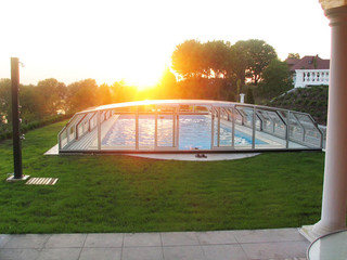 Retractable swimming pool enclosure OCEANIC by Alukov