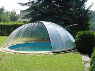 High pool cover ORIENT - aluminium frames and transparent panels