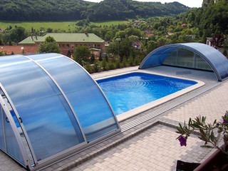 Pool cover UNIVERSE NEO with a side entrace