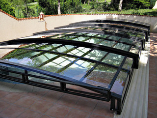 Very low swimming pool enclosure VIVA by Alukov