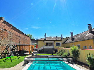 Swimming pool enclosure VIVA increases temperature of water in your pool