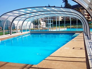 Retractable swimming pool enclosure Laguna