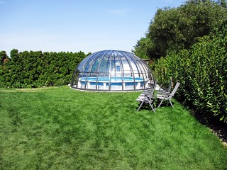 Retractable swimming pool enclosure Orient