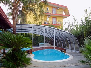 Retractable swimming pool enclosure Style