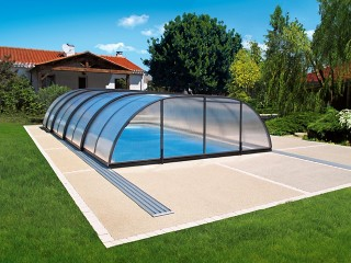 Retractable swimming pool enclosure Tropea