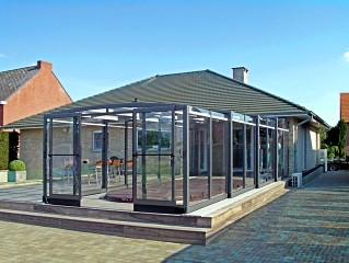 Retractable swimming pool enclosure Vision