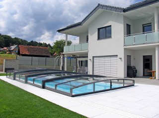 Retractable swimming pool enclosure Viva