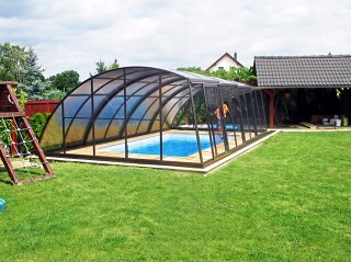 Spacious pool enclosure Ravena