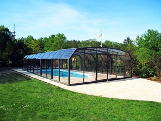 Spacious swimming pool enclosure Oceanic high