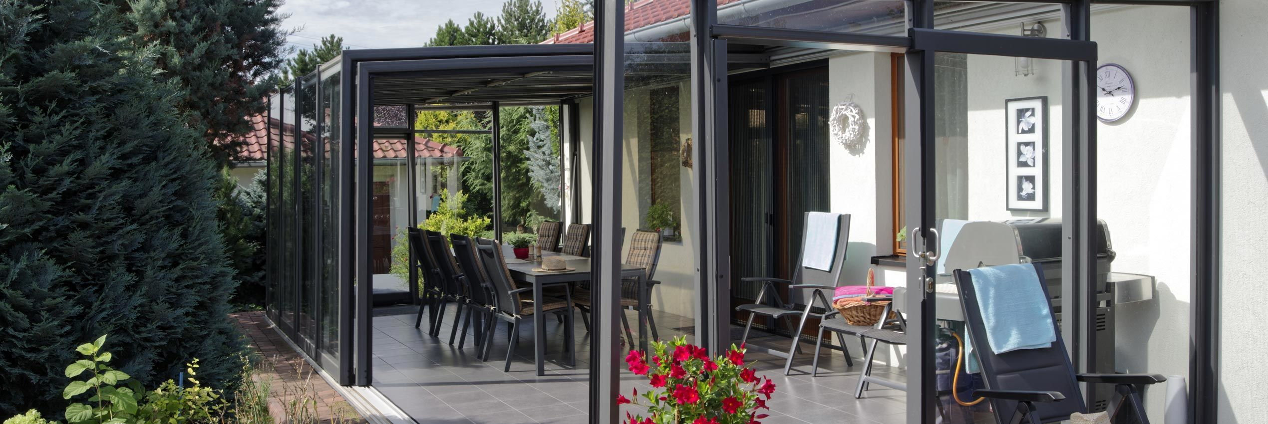 Closed retractable patio enclosure system CORSO Glass for HORECA