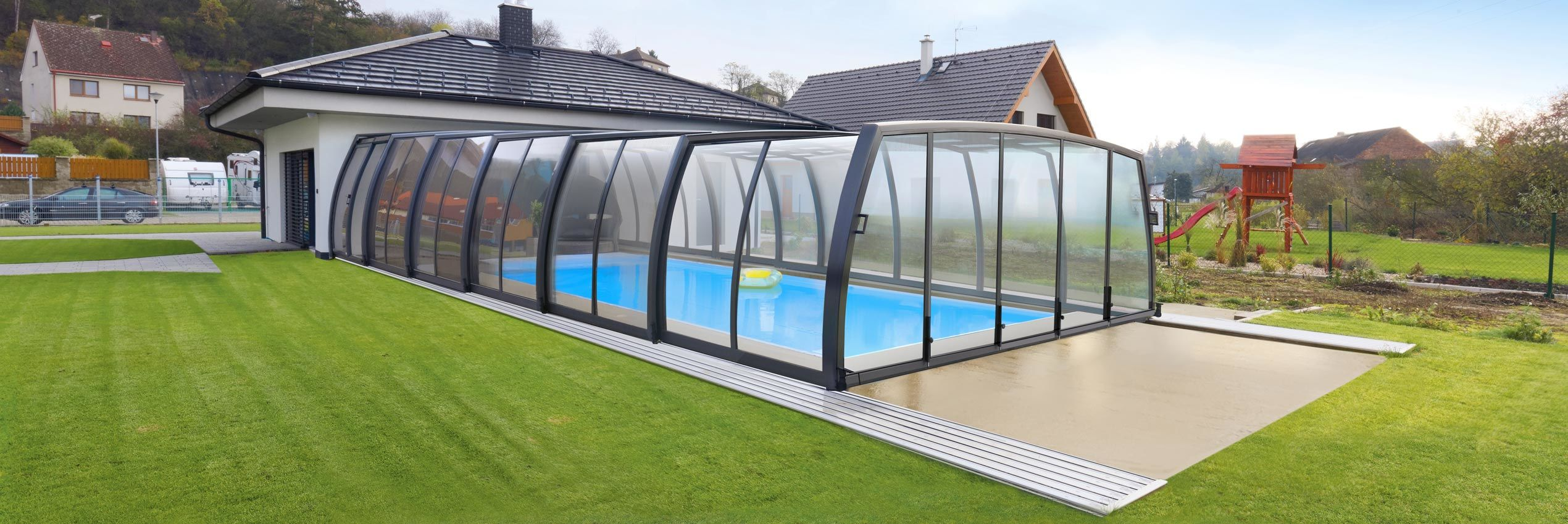 Fully closed retractable swimming pool enclosure Omega