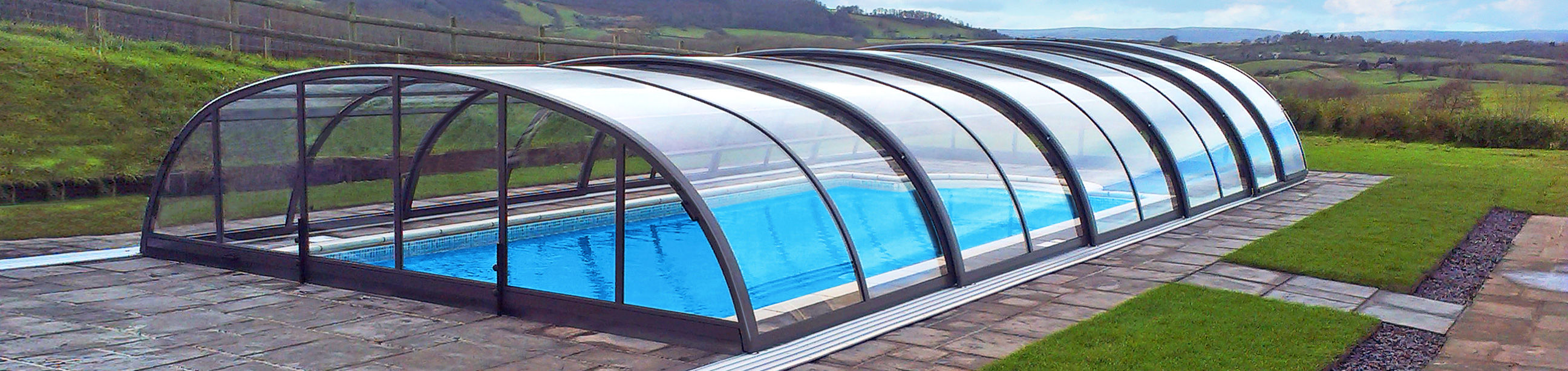 Retractable pool enclosures for your swimming pool for Telescopic pool enclosures