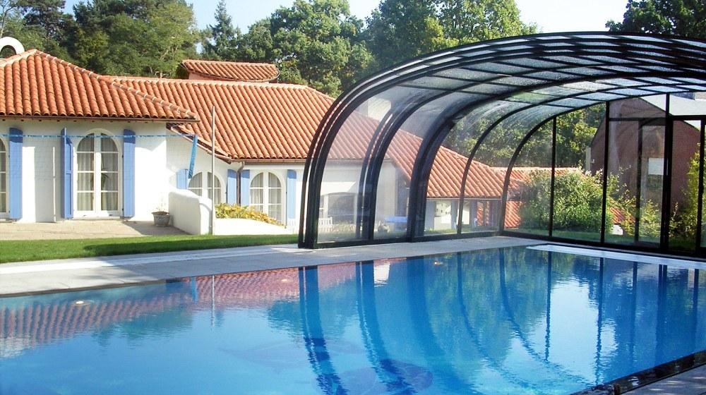 Opened swimming pool enclosure Laguna