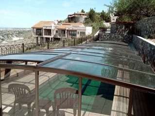 Atypical long swimming pool with pool enclosure Corona