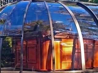 Closed retractable hot tub enclosure Spa Sunhouse