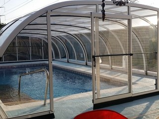 Closed retractable pool enclosure Laguna