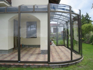 Custom made rounded patio enclosure CORSO Premium - now an ideal place for BBQ