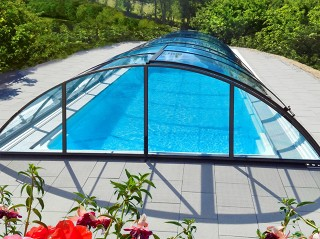 Front view on swimming pool enclosure Universe NEO