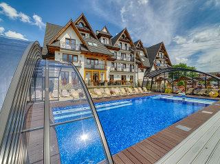 Fully opened pool enclosure Ravena