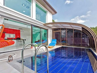 Fully retracted pool and patio enclosure Style