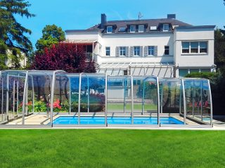 High pool enclosure Omega in silver finish