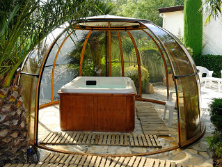 Free time spent in hot tub covered by enclosure SPA DOME ORLANDO