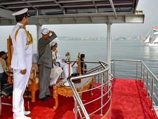 Indian fleet review - with Alukov India roof enclosure