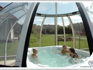 Kids can have fun under SPA DOME ORLANDO enclosure