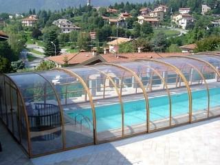 Laguna - retractable pool enclosure