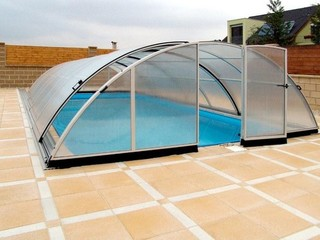 Lateral sliding door and front door on Universe standard pool enclosure
