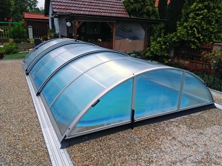 Middle line pool enclosure Universe Neo with silver finish
