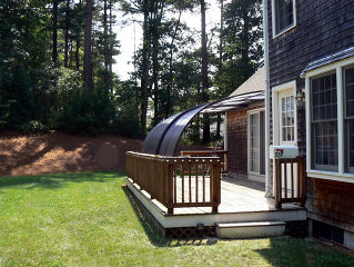 Summer atmosphere under retractable patio enclosure CORSO Entry attached to a house